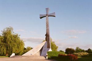 Krzyż Zawierzenia górujący nad Przemyślem