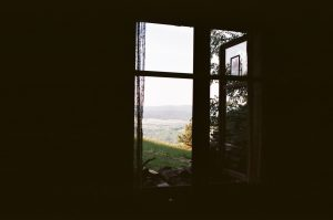 Widok z okna schroniska nad Smolnikiem