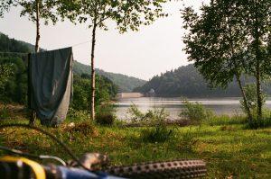 Pole namiotowe nad Jeziorem Solińskim