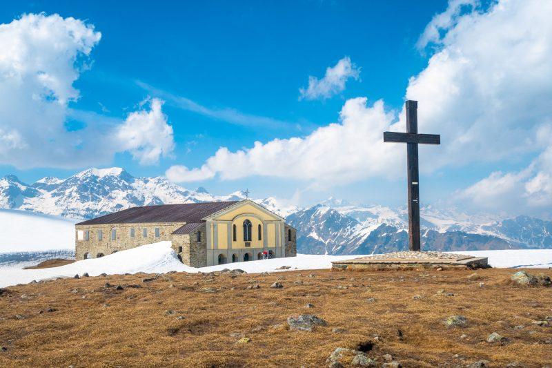 Sanktuarium maryjne na szczycie przełęczy Colombardo (1888 m. n.p.m.)