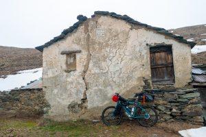 Klasyk zdjęcie, rower oparty o mur