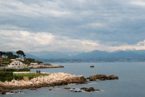 Wybrzerze gdzieś pomiędzy Cannes a Niceą, Francja