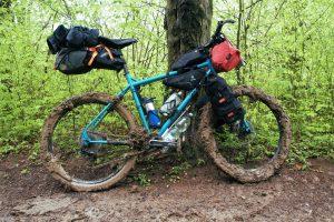 Ten moment, gdy prowadząc rower tylne koło przestaje się kręcić z powodu ilości błota